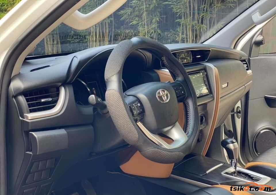 Toyota Fortuner 2018 - 4