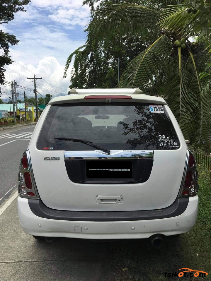 Isuzu Alterra 2010 - 3