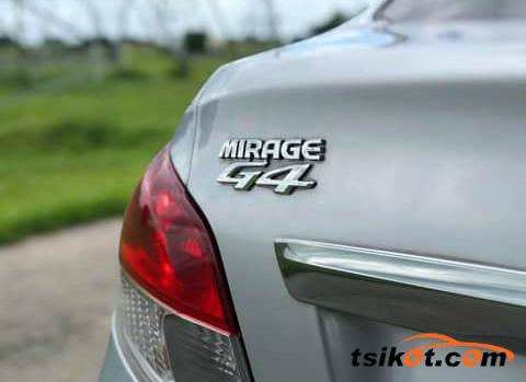 Mitsubishi Mirage 2018 - 6