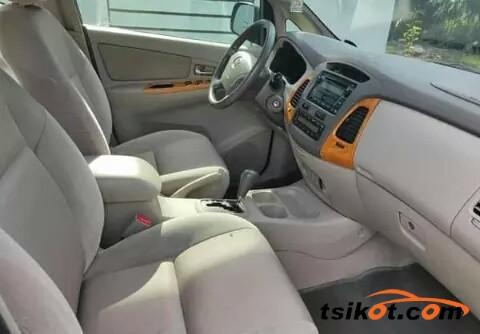 Toyota Innova 2011 - 8