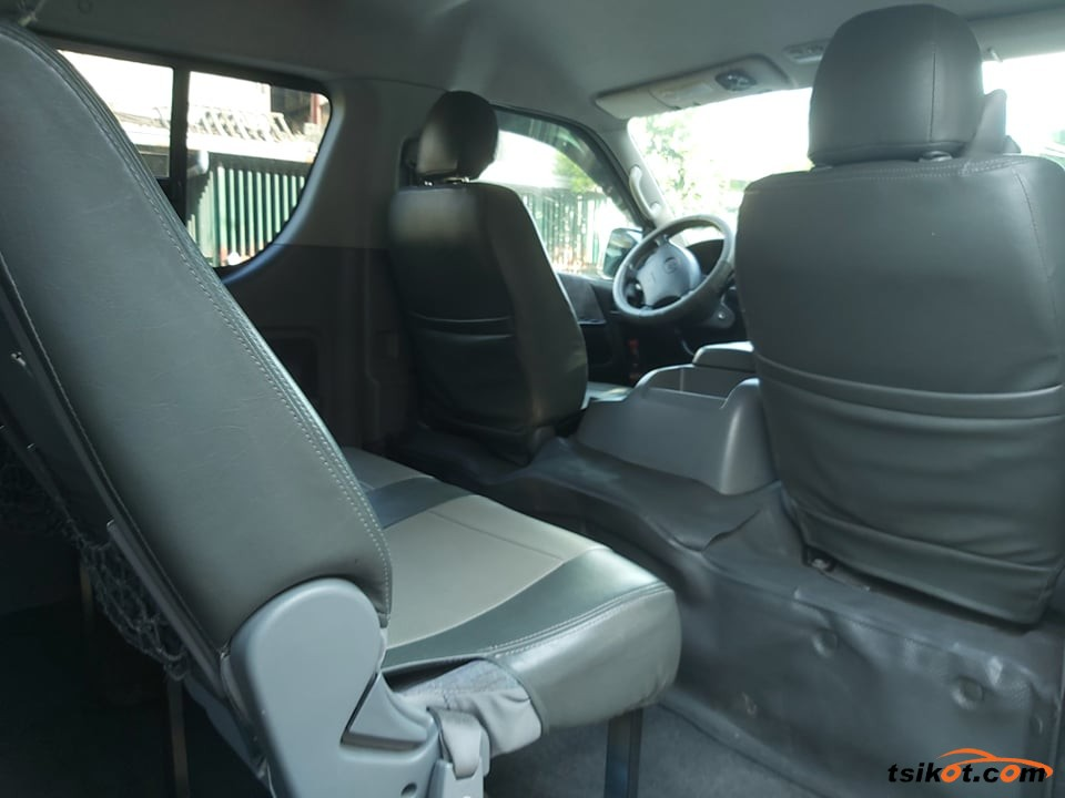 Toyota Hi-Ace 2006 - 1