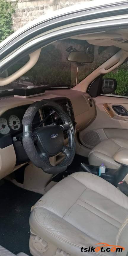 Ford Escape 2004 - 2