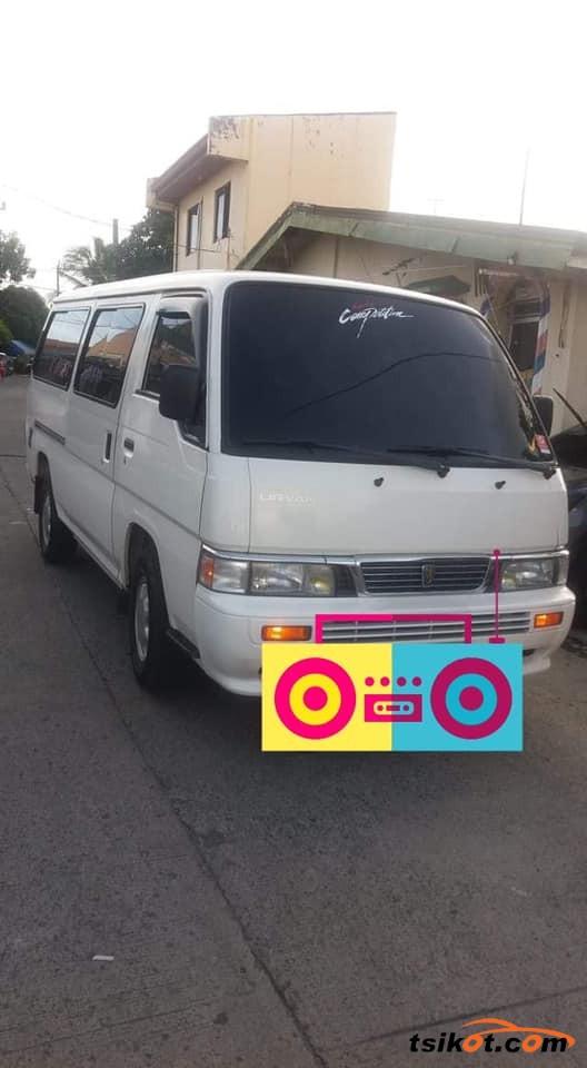 Nissan Urvan 2015 - 2