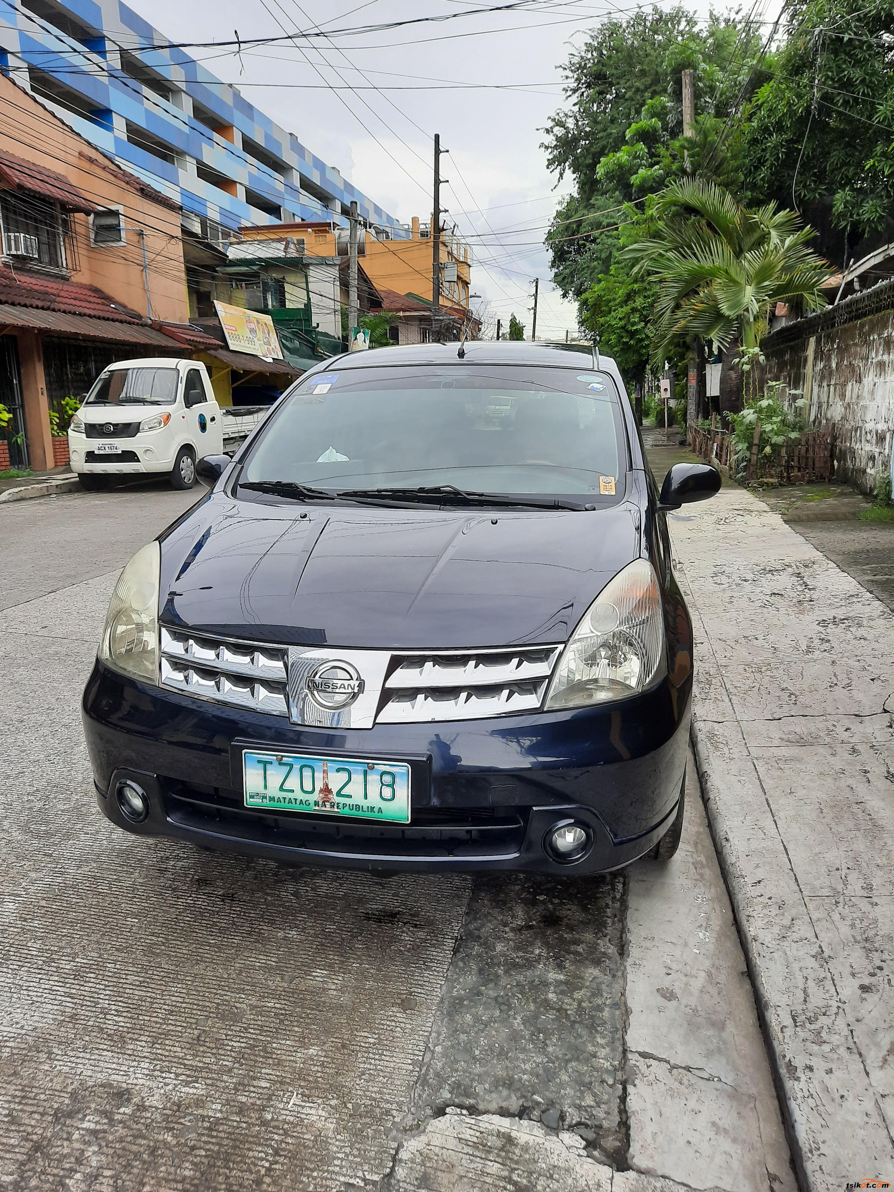 Nissan Grand Livina 2011 - 1