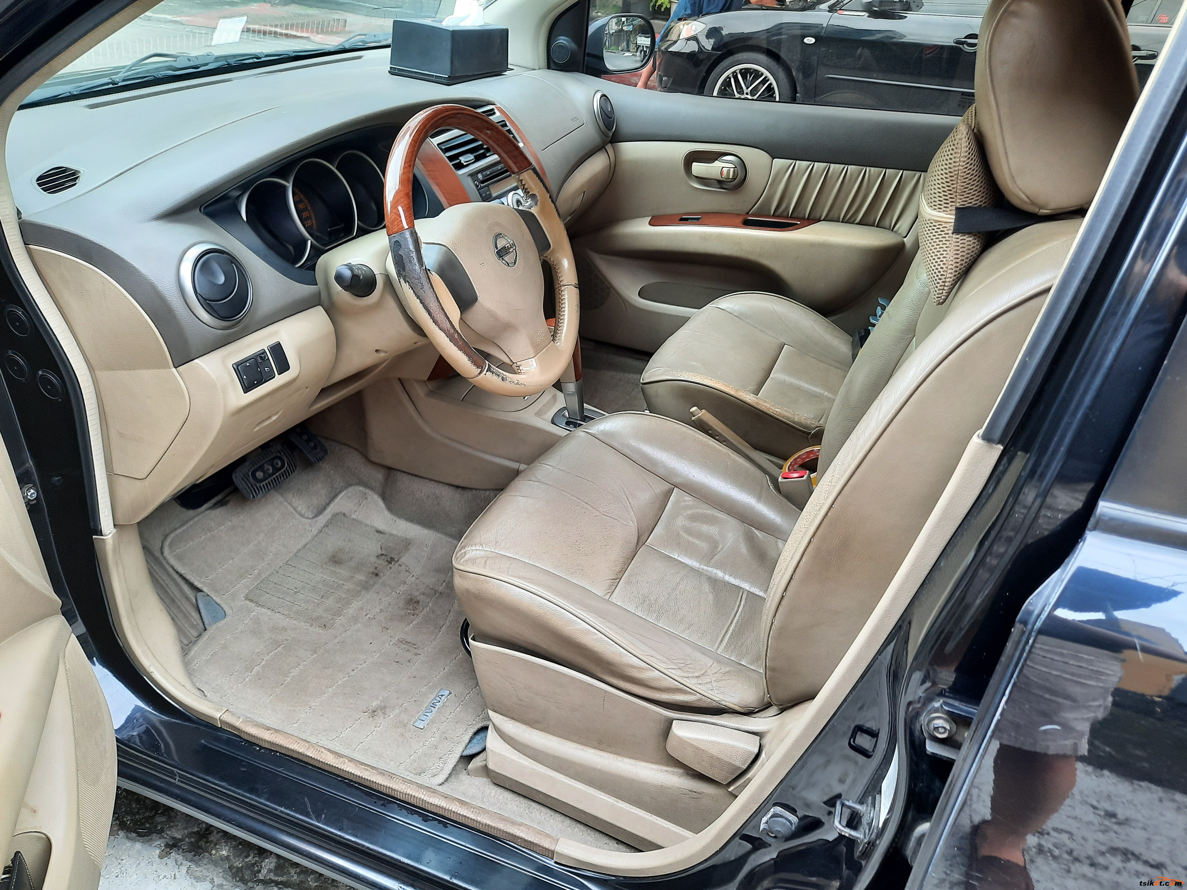Nissan Grand Livina 2011 - 10