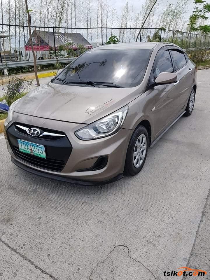 Hyundai Accent 2012 - 1