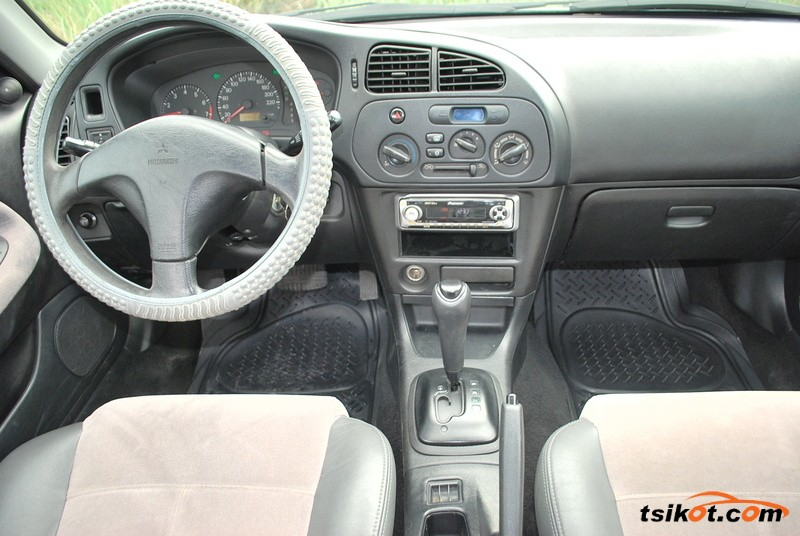Mitsubishi Lancer 2002 - 6