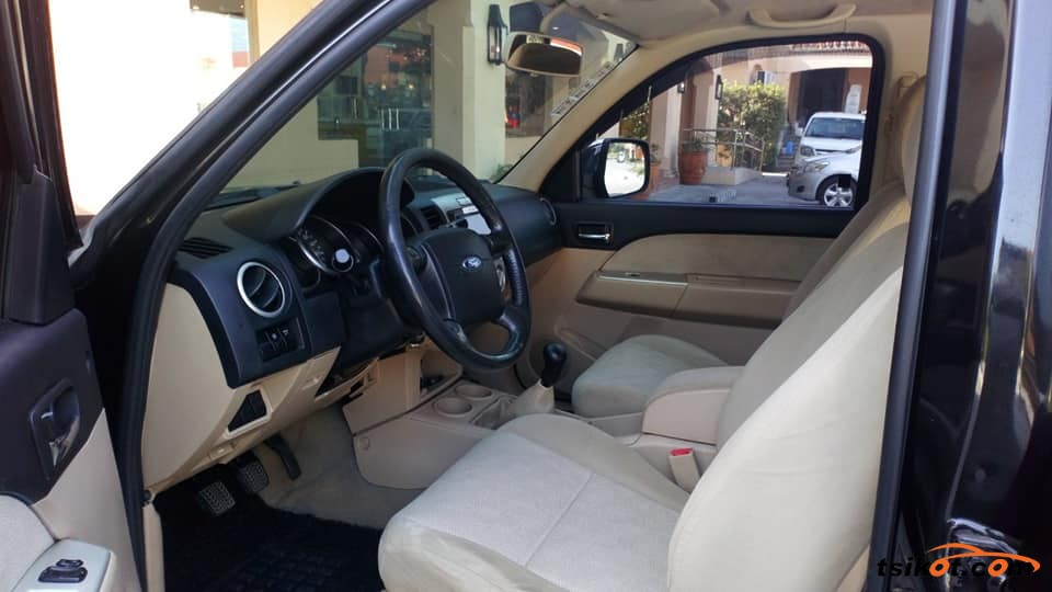 Ford Everest 2009 - 3