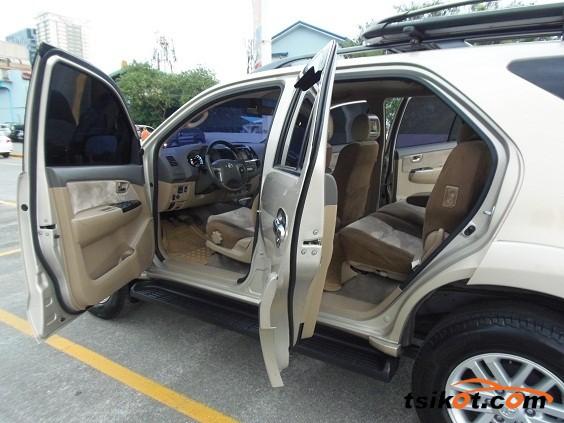 Toyota Fortuner 2013 - 10