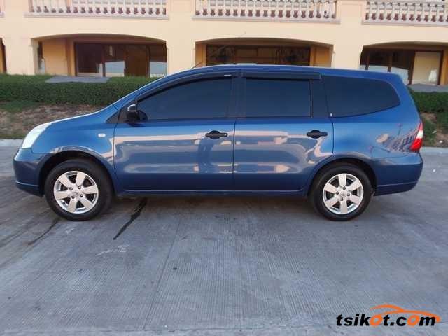 Nissan Grand Livina 2010 - 3