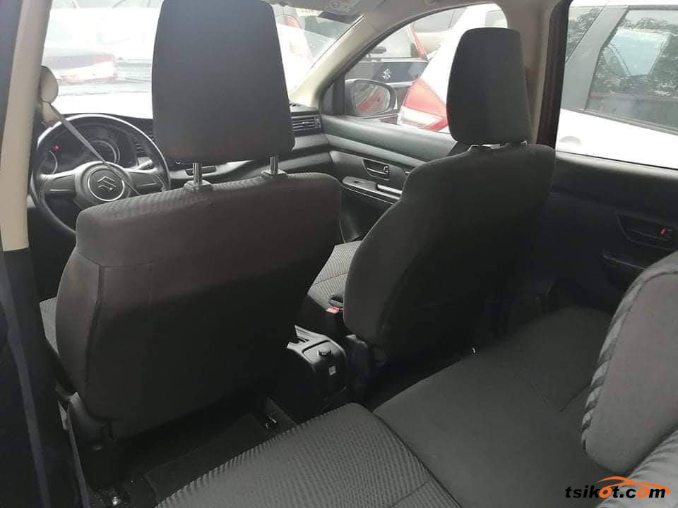 Suzuki Ertiga 2018 - 6