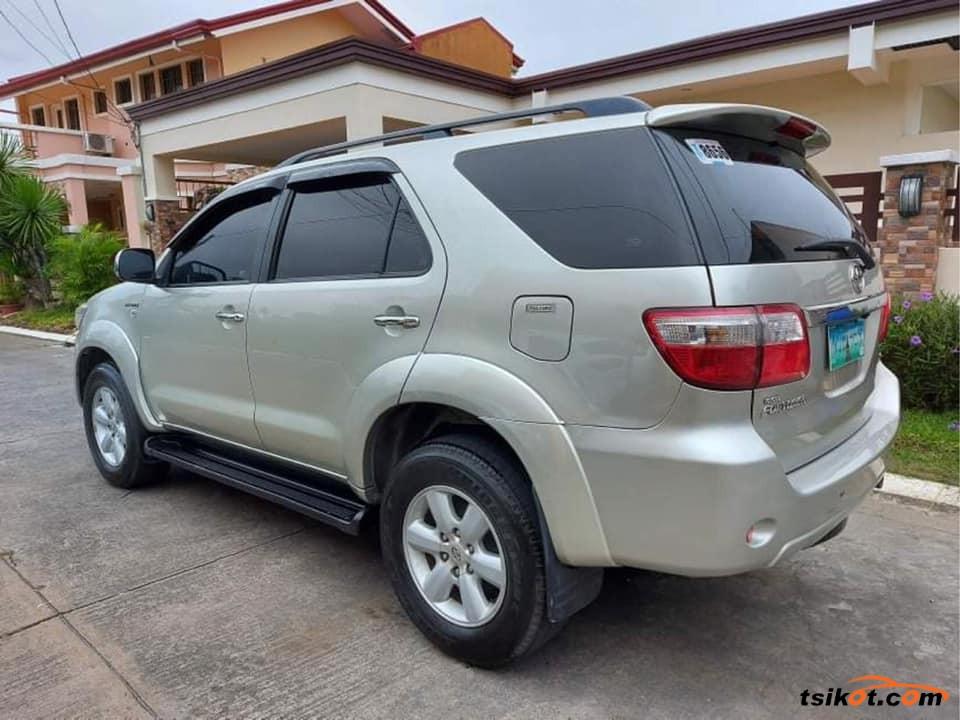 Toyota Fortuner 2011 - 5