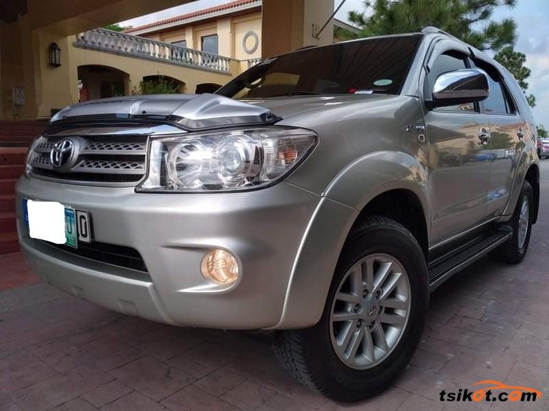 Toyota Fortuner 2010 - 1