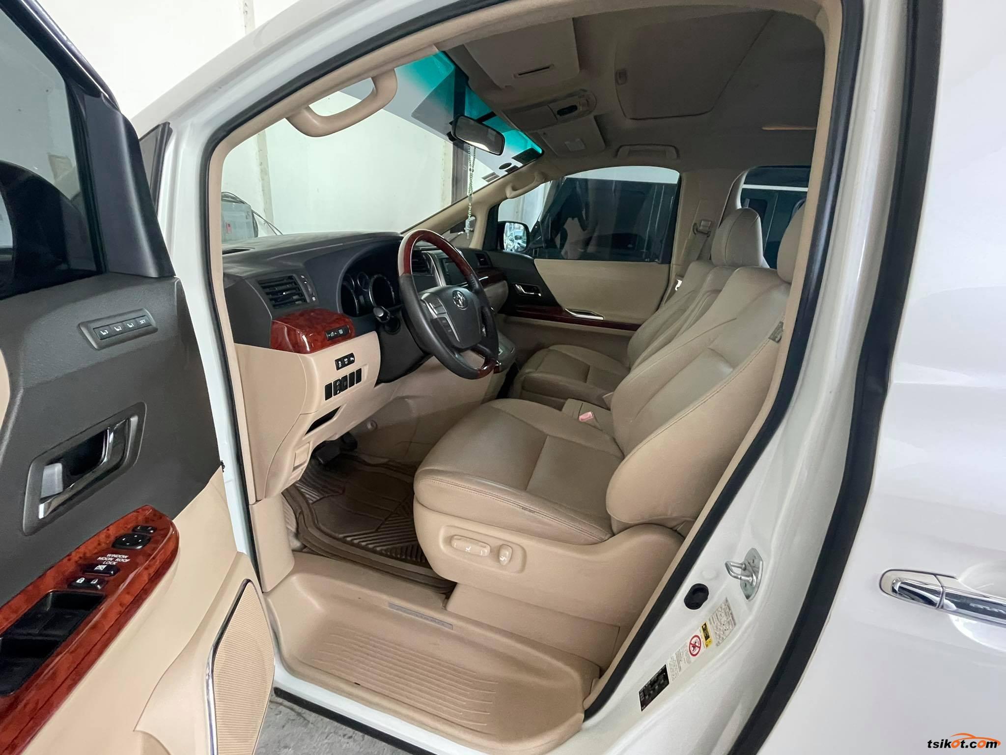 Toyota Alphard 2011 - 2
