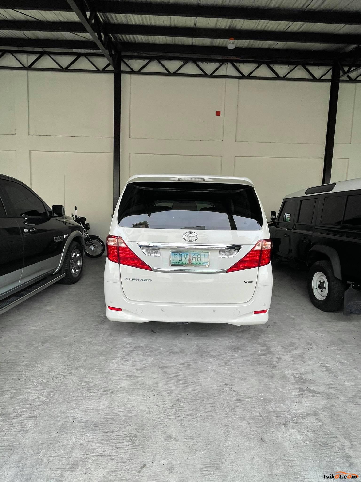 Toyota Alphard 2011 - 10