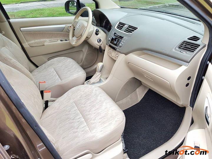 Suzuki Ertiga 2014 - 6