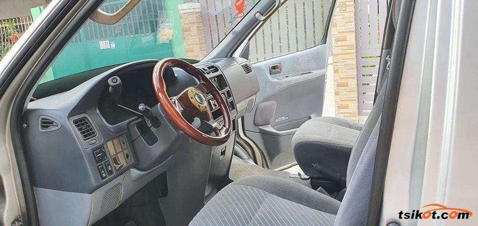 Toyota Hi-Ace 2007 - 2