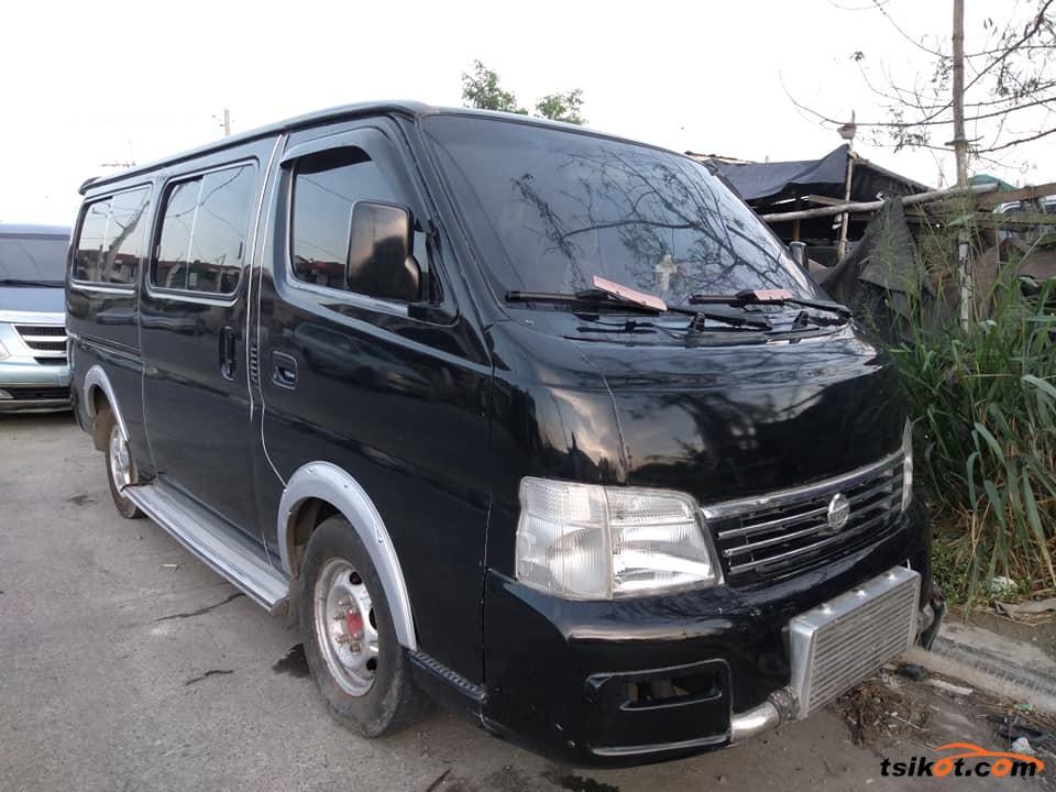 Nissan Urvan 2003 - 1