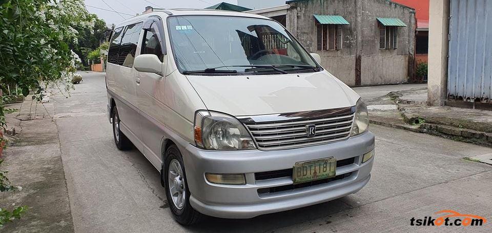 Toyota Hi-Ace 2010 - 6