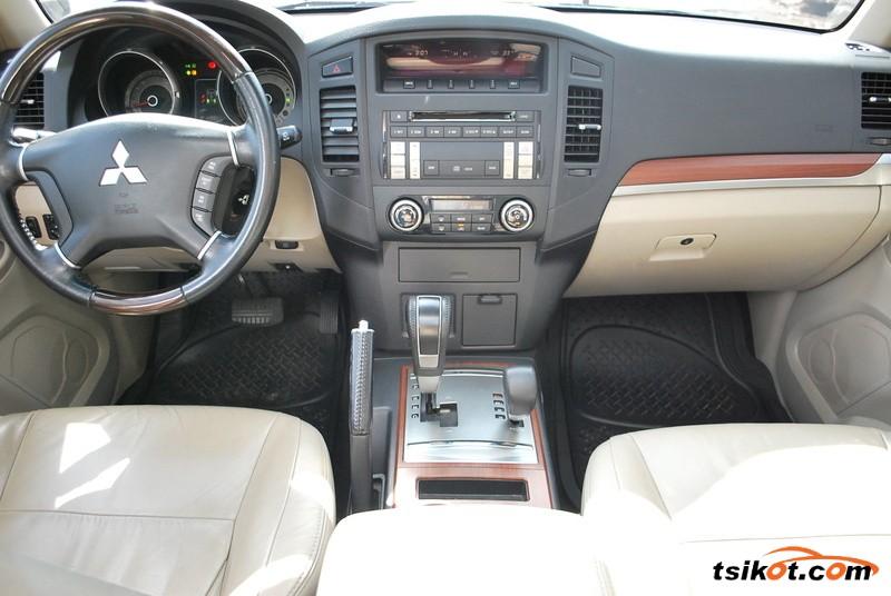 Mitsubishi Pajero 2010 - 4