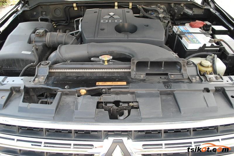 Mitsubishi Pajero 2010 - 7