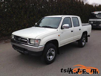 Toyota Hilux 2000 - 1