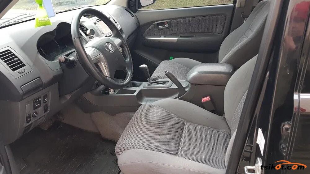 Toyota Hilux 2012 - 8