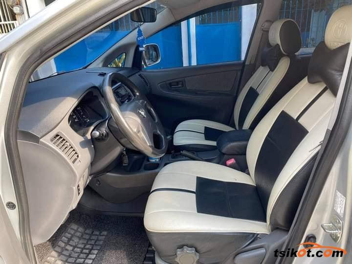 Toyota Innova 2013 - 3