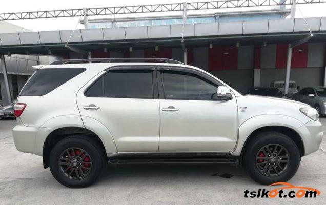 Toyota Fortuner 2010 - 5