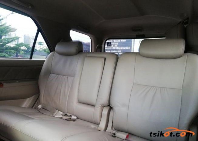 Toyota Fortuner 2010 - 8