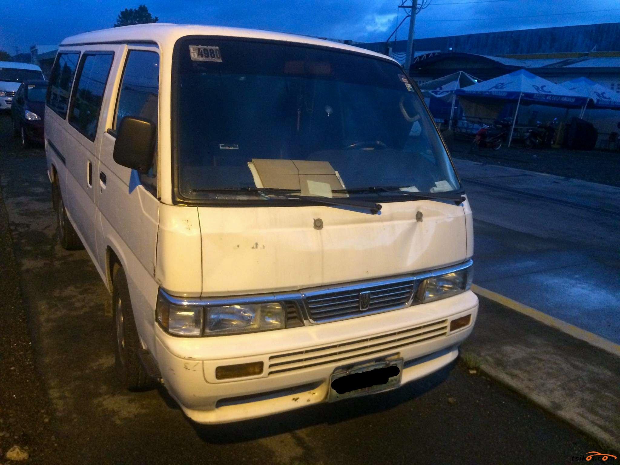 Nissan Urvan 2010 - 1