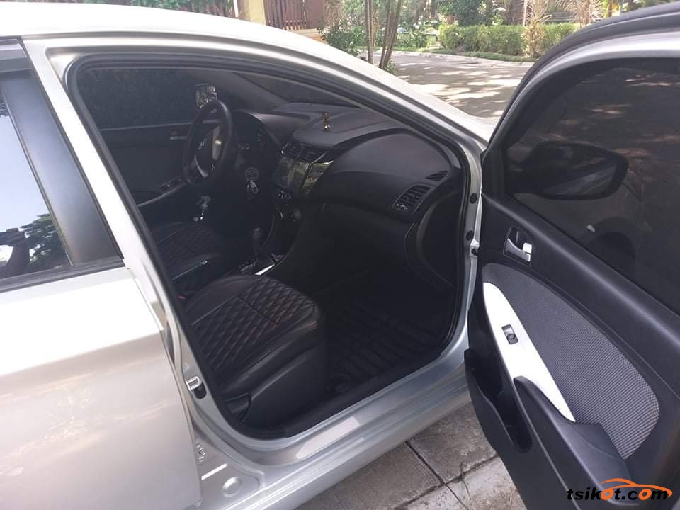 Hyundai Accent 2013 - 10