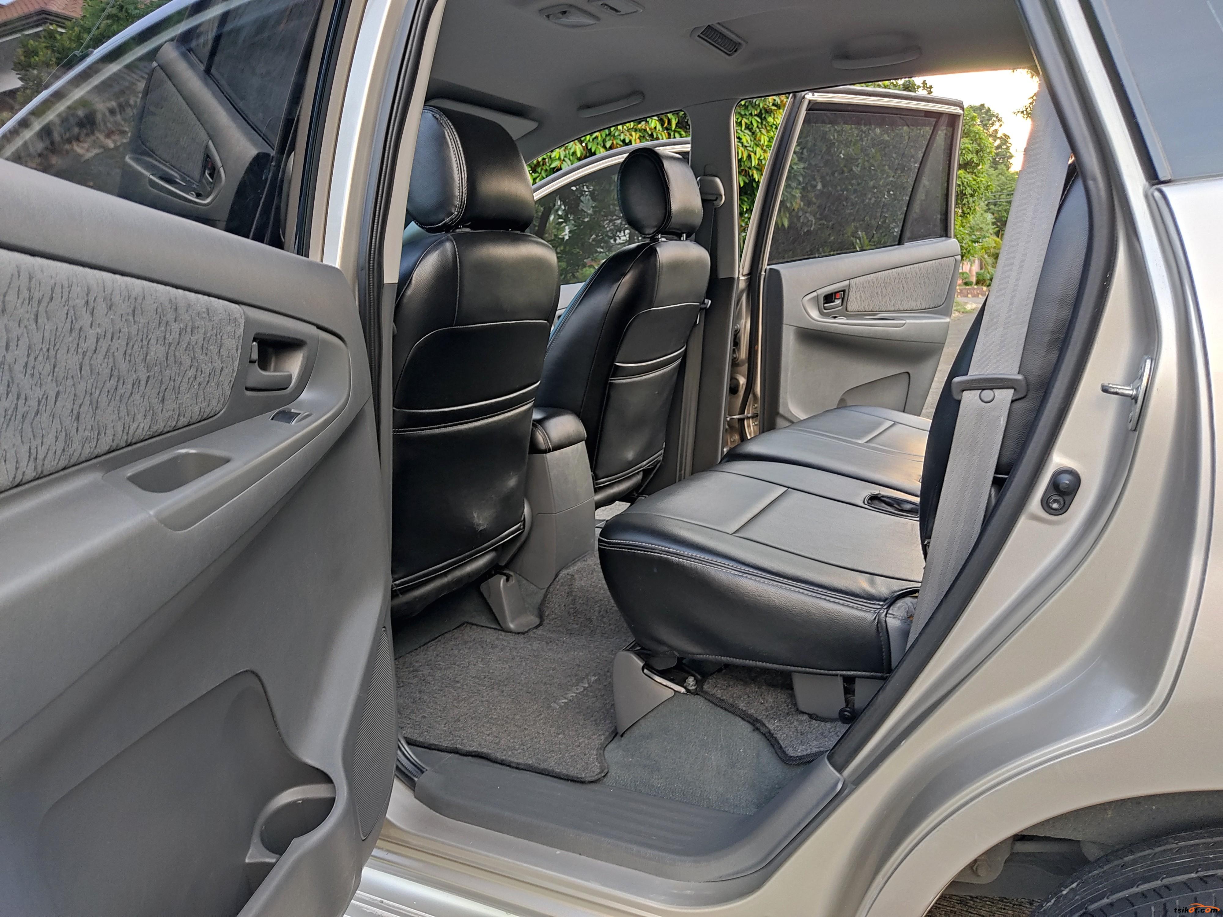 Toyota Innova 2012 - 9