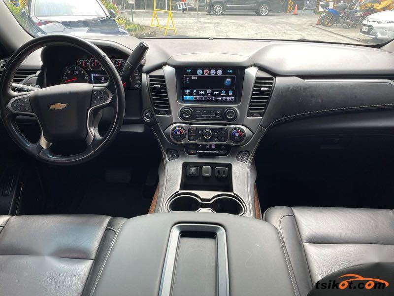 Chevrolet Suburban 2016 - 4