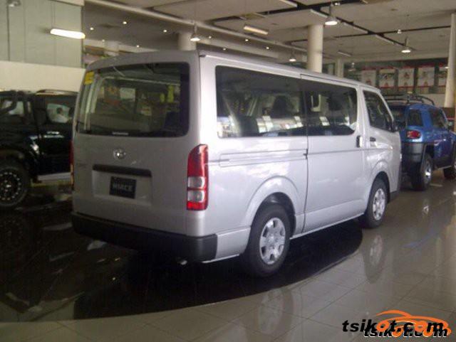 Toyota Hi-Ace 2015 - 2