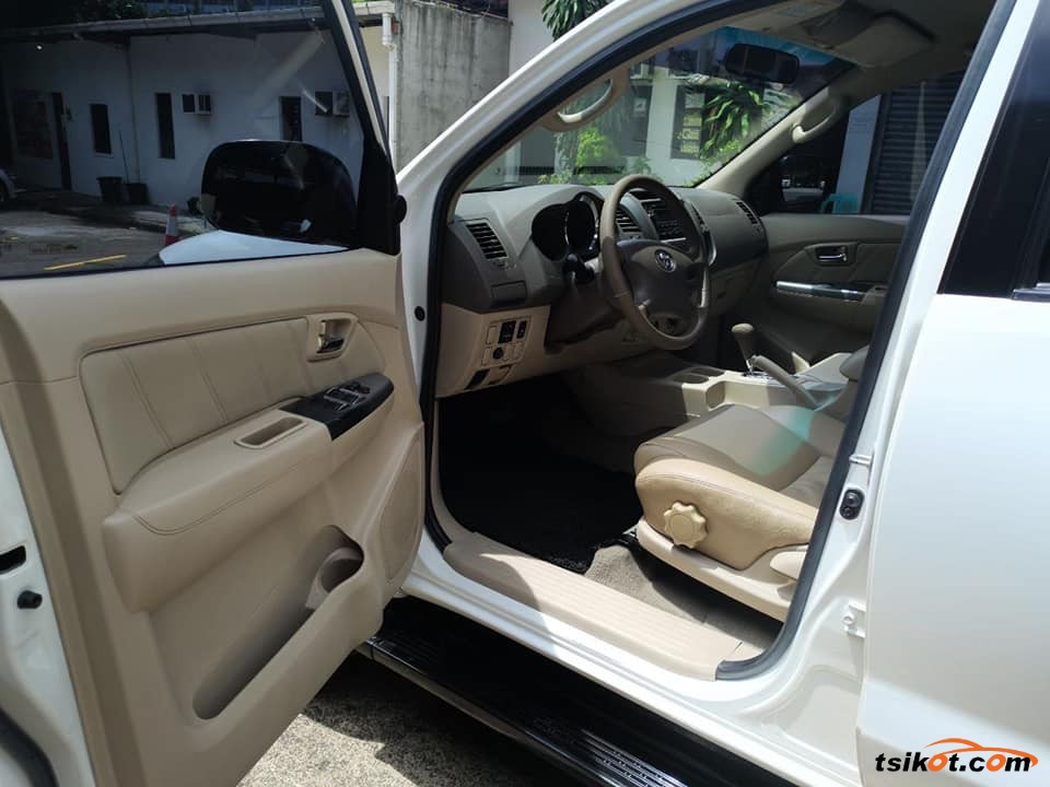 Toyota Fortuner 2007 - 8