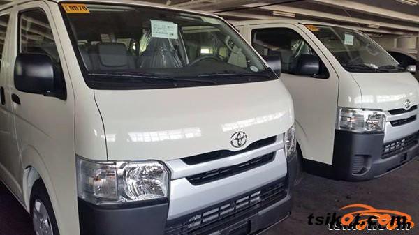 Toyota Hi-Ace 2015 - 4