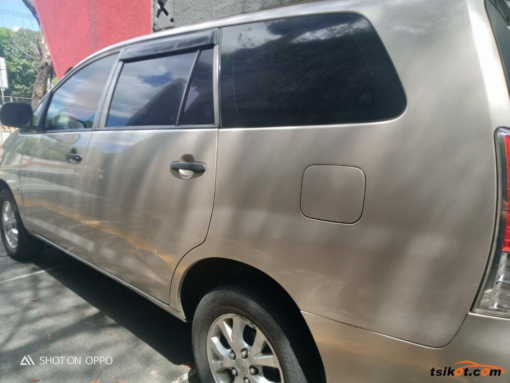 Toyota Innova 2011 - 7