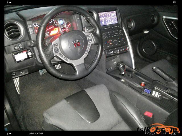 Nissan Gt-R 2010 - 4