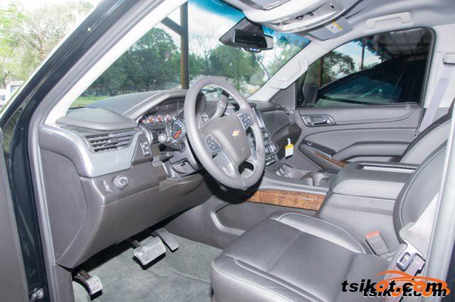 Chevrolet Suburban 2015 - 3