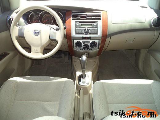 Nissan Grand Livina 2013 - 2