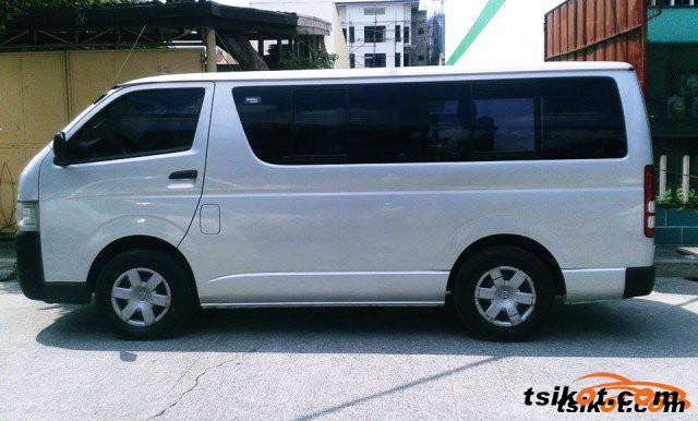 Toyota Hi-Ace 2010 - 1