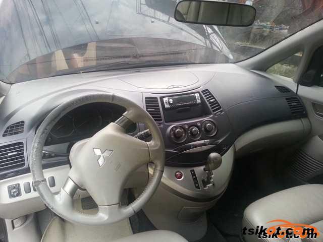 Mitsubishi Grandis 2006 - 2