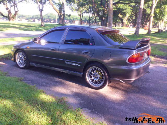 Mazda Familia 1996 - 3