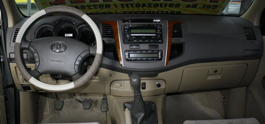 Toyota Fortuner 2010 - 9