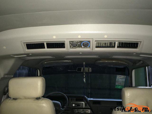 Nissan Urvan 2009 - 5