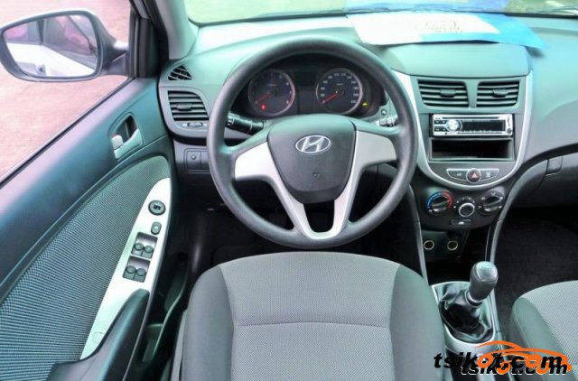 Hyundai Accent 2011 - 3