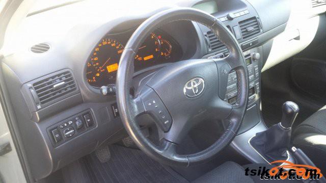 Toyota Avensis 2005 - 4