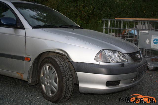 Toyota Avensis 2002 - 1