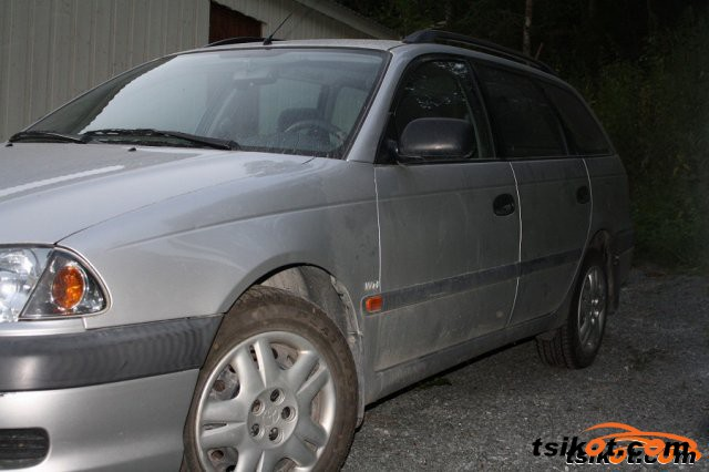 Toyota Avensis 2002 - 2